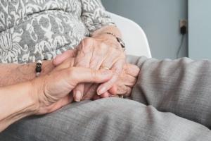 Opiekun seniorów, osobami starszymi, opiekun medyczny